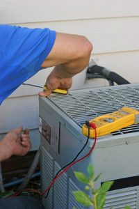 ac-unit-repair-with-technician
